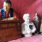 2 tirelires des années 1940 & 2 statuettes Séraphin Donalda 1954